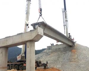 沈海高速复线安装25米箱梁